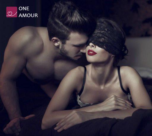 seks-znakomstva-one-amour